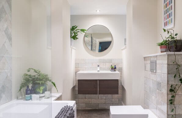 Bathroom with circle mirror over sink